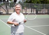 Giocatore di tennis donna senior — Foto Stock