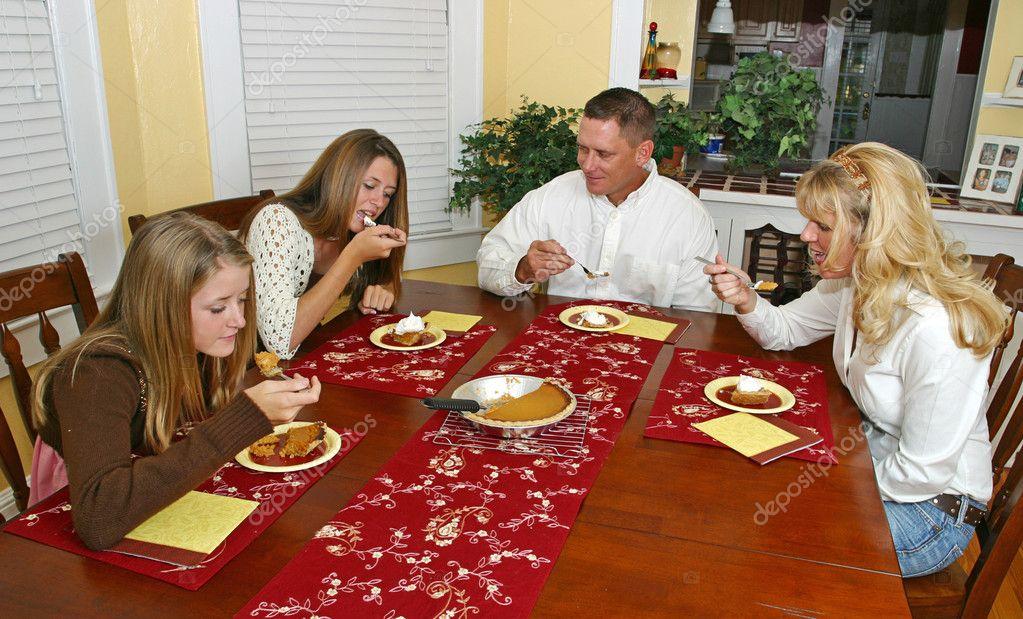 Детские конкурсы сидя за столом
