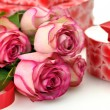 Pink roses and gift box — Stock Photo #6779028