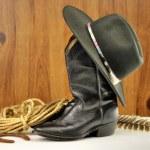 zwarte cowboy hoed en laarzen — Stockfoto