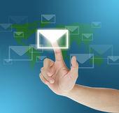 Ruční přetahování poštu na dotykové obrazovce — Stock fotografie