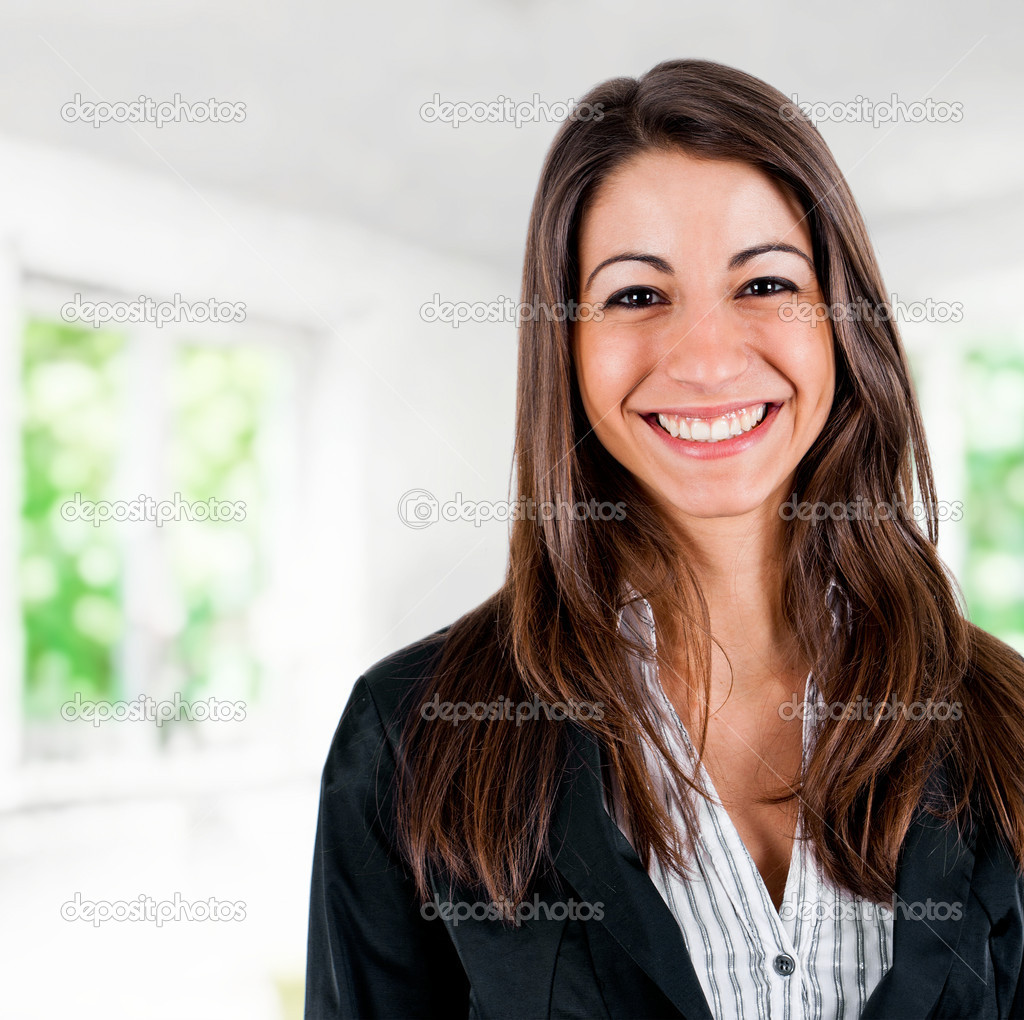 Portrait of a young smiling businesswoman — Stock Photo #6969515