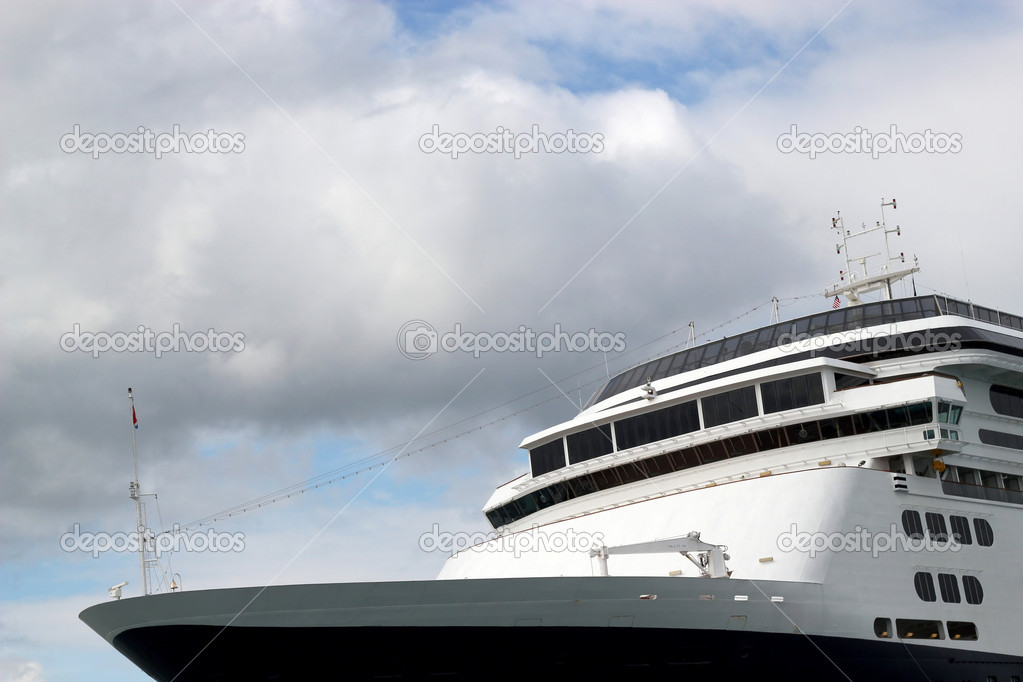 Crop of the top front of a cruise ship with puffy clouds and blue sky. — Stock Photo #6814473