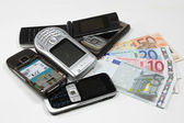 Change used mobile phones for money — Stock Photo