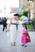 リングベーアアと一緒にポーズ美しい花嫁 — ストック写真