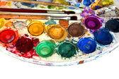 水の色塗料ボックスとペイント ブラシ — ストック写真