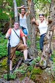 Turisté v lese — Stock fotografie
