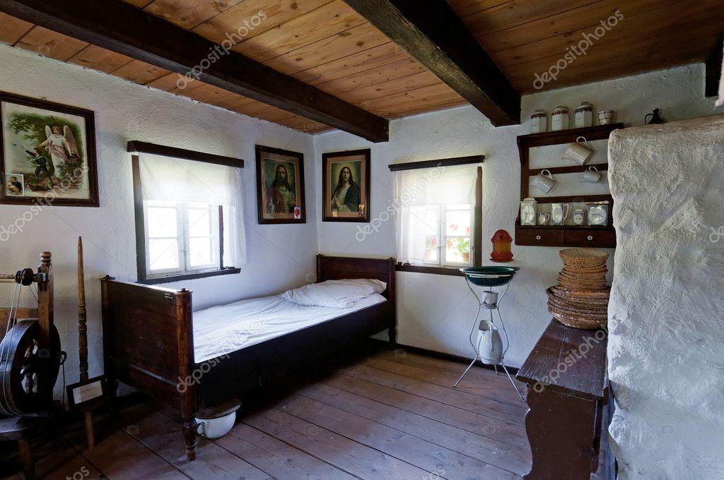 Oude houten huis interieur redactionele stockfoto johnnydevil 6971946 - Interieur eigentijds houten huis ...