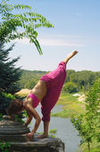 The girl is engaged in yoga on the nature — Stock Photo
