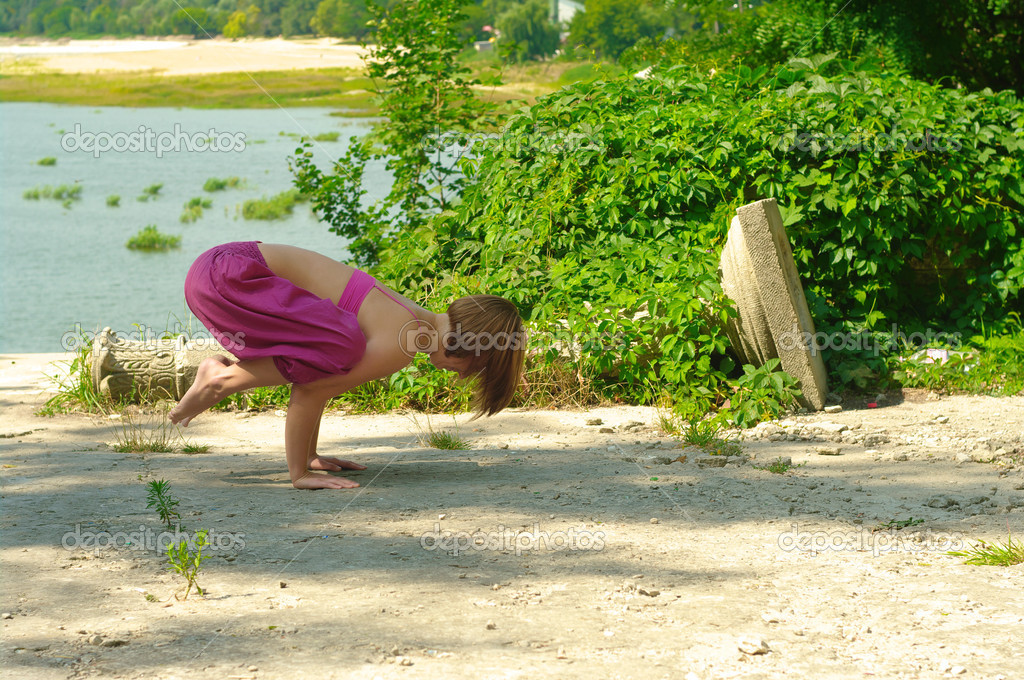 The girl is engaged in yoga on the nature — Stock Photo #7154217