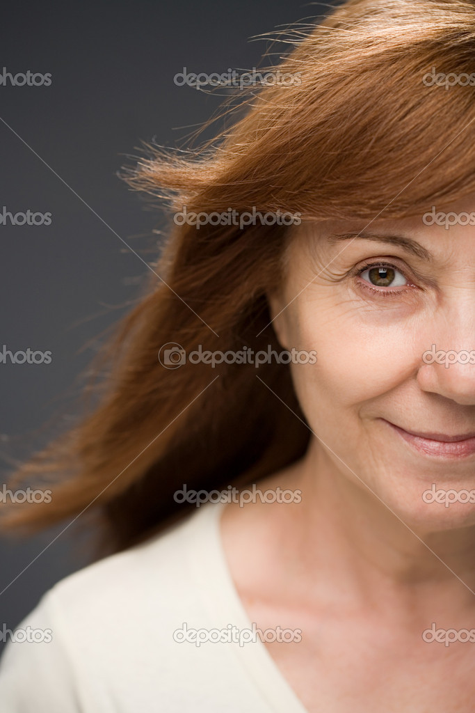 Smiling mature woman — Stock Photo #7031093