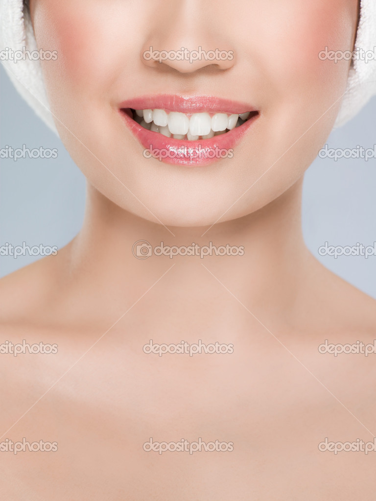 Close up of a smiling woman — Stock Photo #7034725
