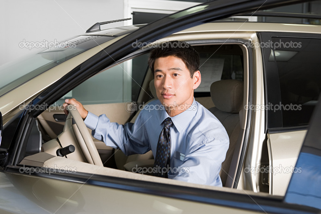 Car salesman — Stock Photo #7039203