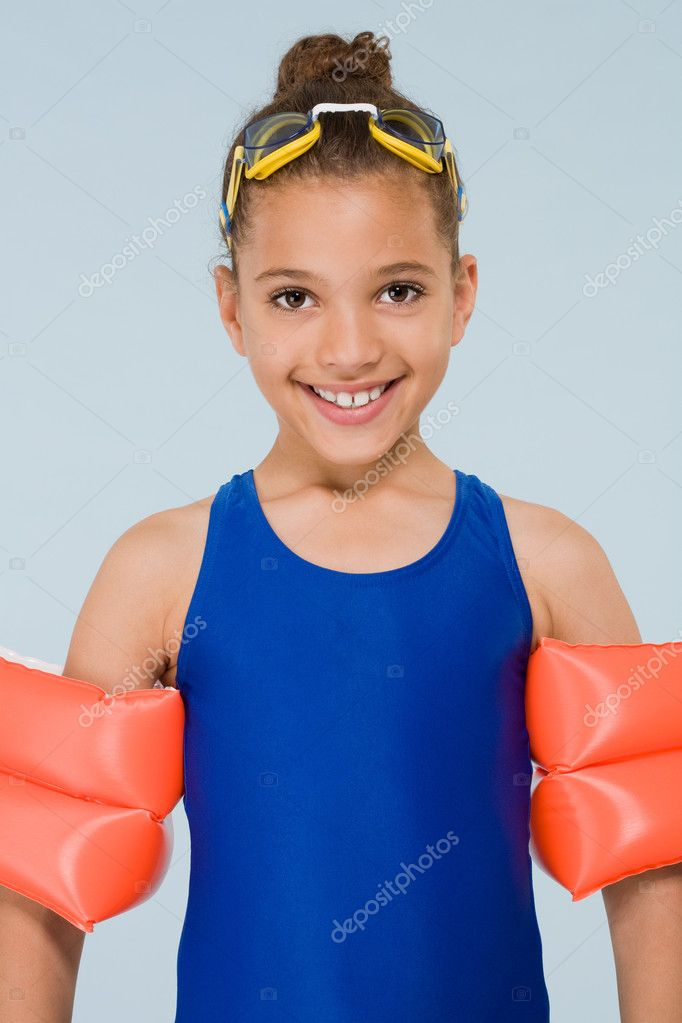 Girl swimmer — Stock Photo #7039462