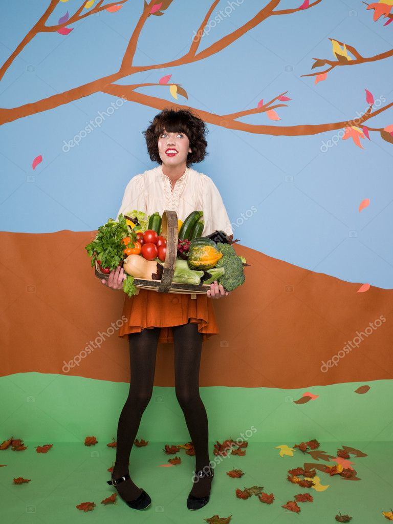 Girl with basket of vegetables — Stock Photo #7042471