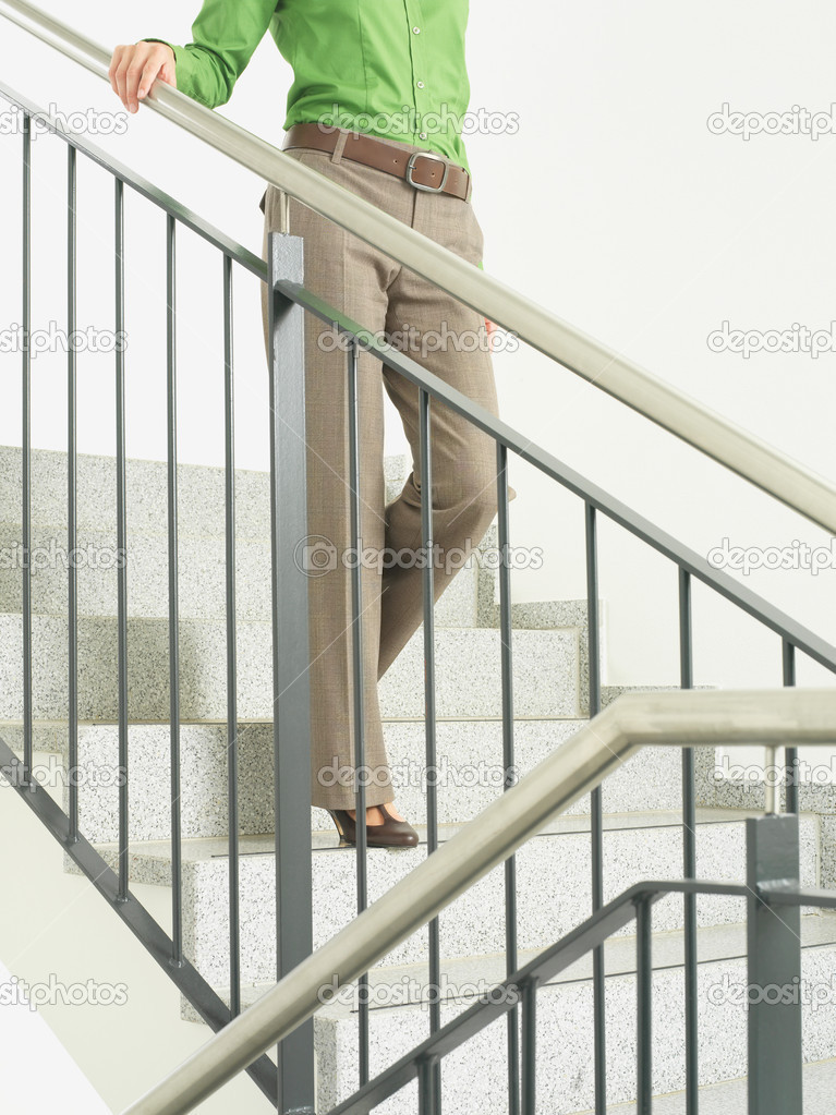 A woman walking down stairs — Stock Photo #7044057