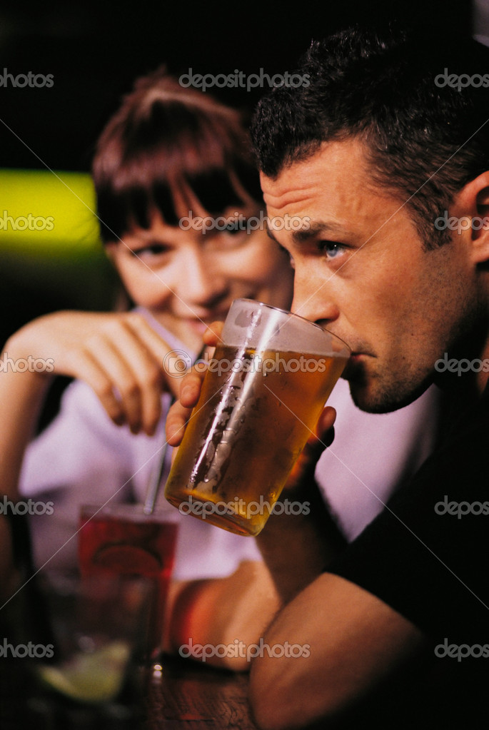 Couple in bar — Stock Photo #7045804