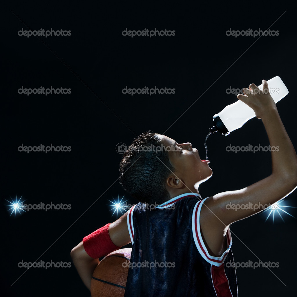 Boy basketball player drinking water — Stock Photo #7060134
