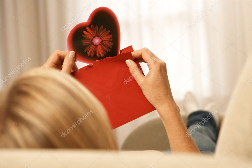 Woman holding a valentines card  Foto de Stock   #7064213