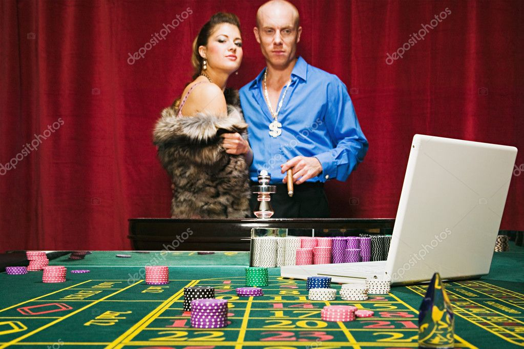 Man risking his wealth on the roulette table — Stock Photo #7070234