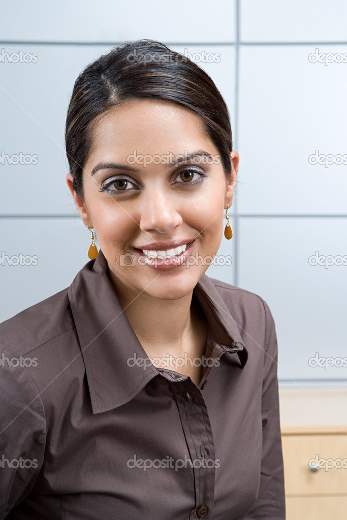 Portrait of an indian woman — Stock Photo #7073737