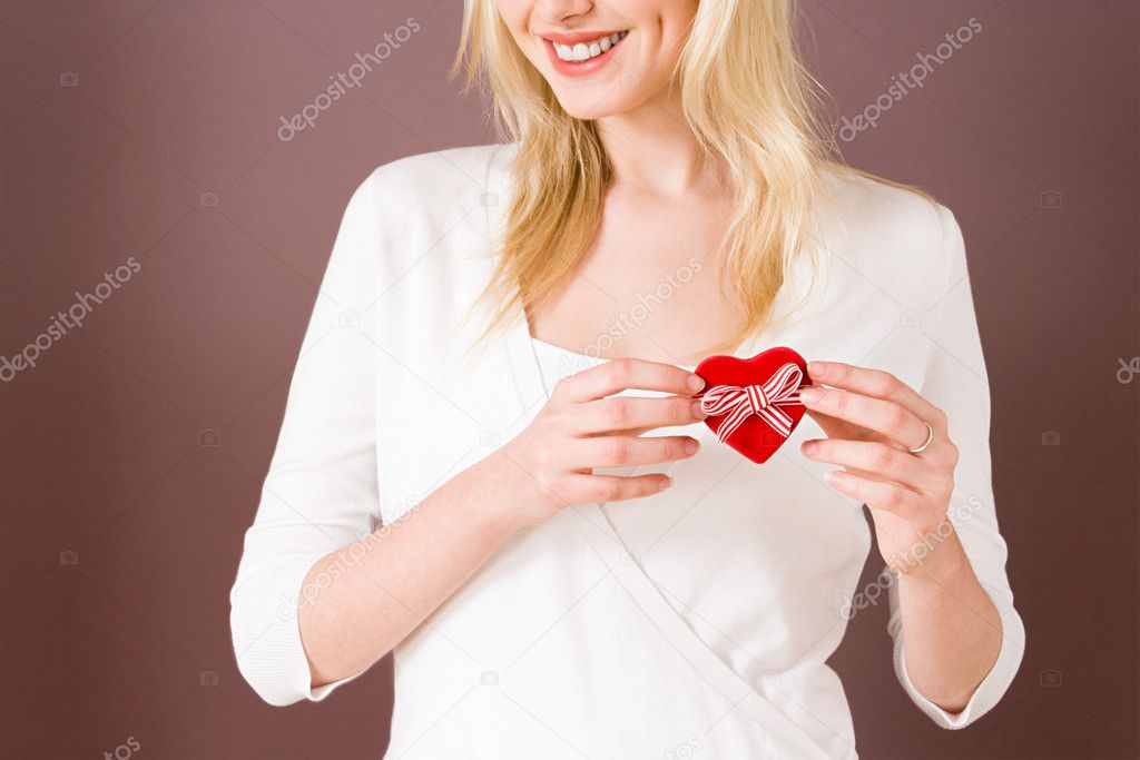 Young woman with a heart shaped box — Stock Photo #7075027