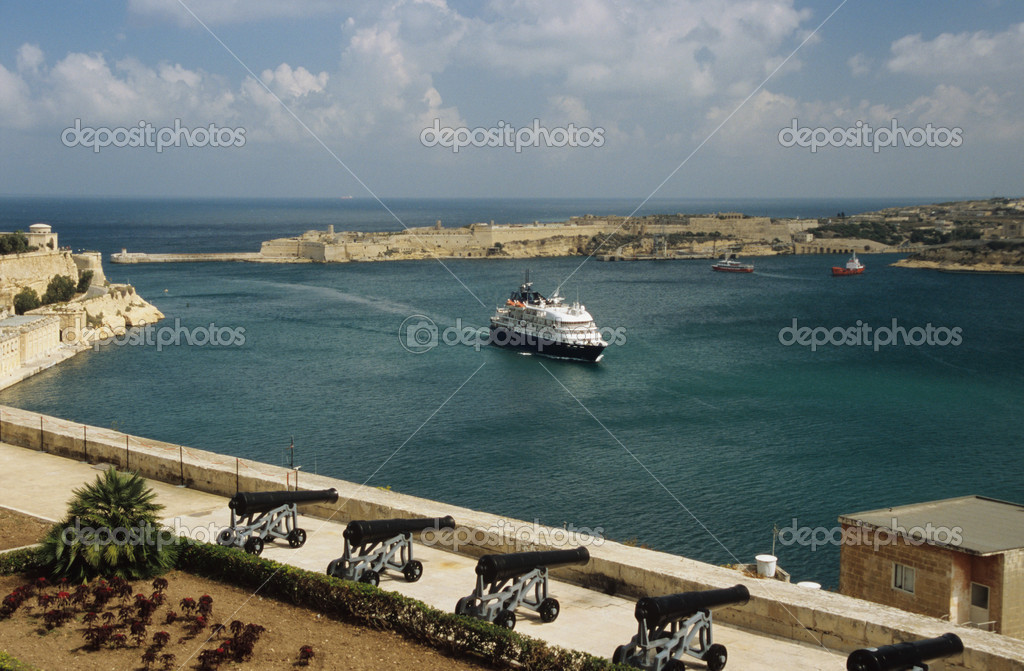 Grand harbour malta  Stock Photo #7075895