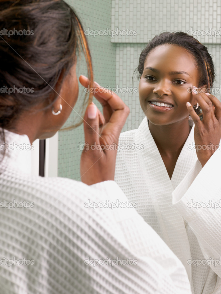 Woman looking in the mirror — Stock Photo #7076224
