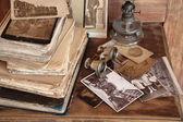 Старинные книги, открытки, фотографии. — Стоковое фото