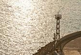 Leuchtturm mit blick auf das meer — Stockfoto