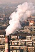 Duman ve hava kirliliği konut blok — Stok fotoğraf