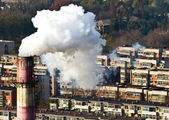 Smoke and air pollution in residental block — Stock Photo