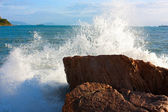 The waves breaking on a stony beach, forming a big spray — Stock Photo