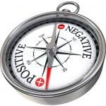 pozitivní negativní slova na kompasu rámcové obrázek — Stock fotografie