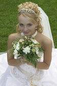 The beautiful bride with a bouquet of flowers. — Stock Photo