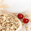 Oat flakes and berries. — Stock Photo