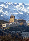San Vicente de la Barquera and background peaks of Europe — Stock Photo