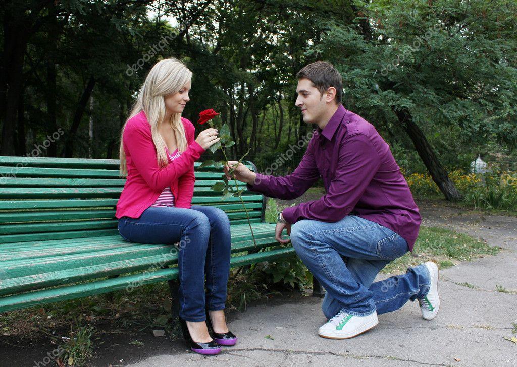 Парень сажает девушку себе на колени 491