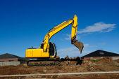 Excavadora amarilla en el trabajo — Foto de Stock