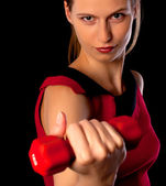 Poważne kobieta lekkoatletka wyświetlone hantle — Zdjęcie stockowe