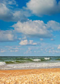 Sea beach and sky with high clouds background — Stock Photo