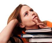Estudiante joven con pila de libros soñando — Foto de Stock