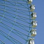 Ferris wheel on blue sky — Stock Photo