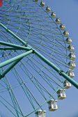 Ferris wheel on blue sky — Stockfoto