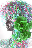 Konfetti wigg mit grünen rose — Stockfoto