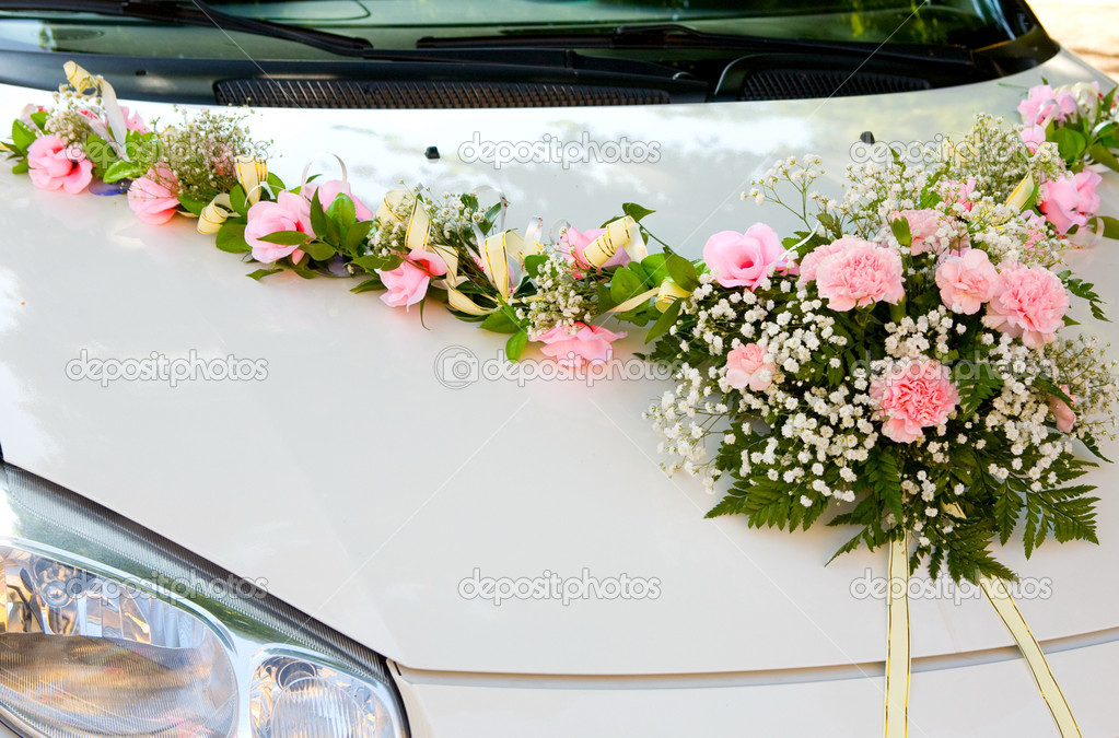 Wedding car, for driving bride and groom during wedding — Stock Photo #6891097