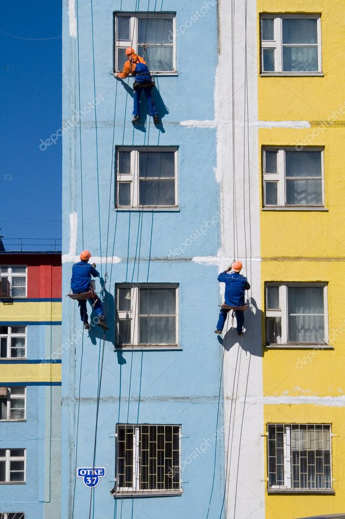 House painters paint the facade of building — Stock Photo #6966073