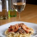 Shrimp Scampi with Linguine — Stock Photo