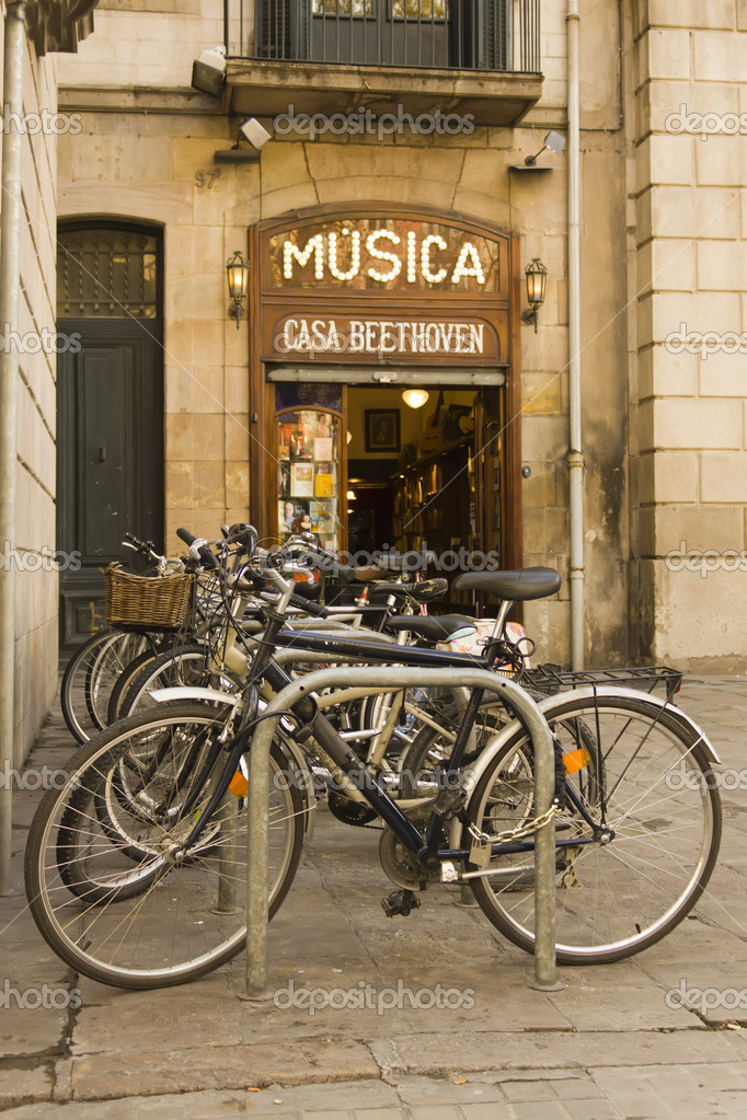 Old music store and bicycle — Stock Photo #7626838