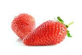 白で隔離される 2 つのイチゴ — ストック写真